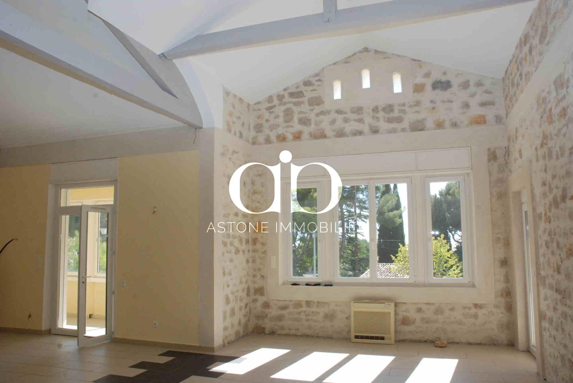 cassis maison gros potentiel a vendre astone immobilier. Black Bedroom Furniture Sets. Home Design Ideas